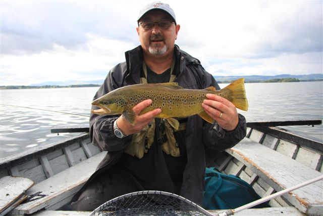 Andy Lee with a 5 lbs Loch Leven brownie